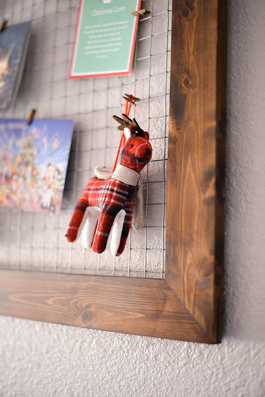 DIY Chicken Wire Christmas Card Holder - Our Handcrafted Life