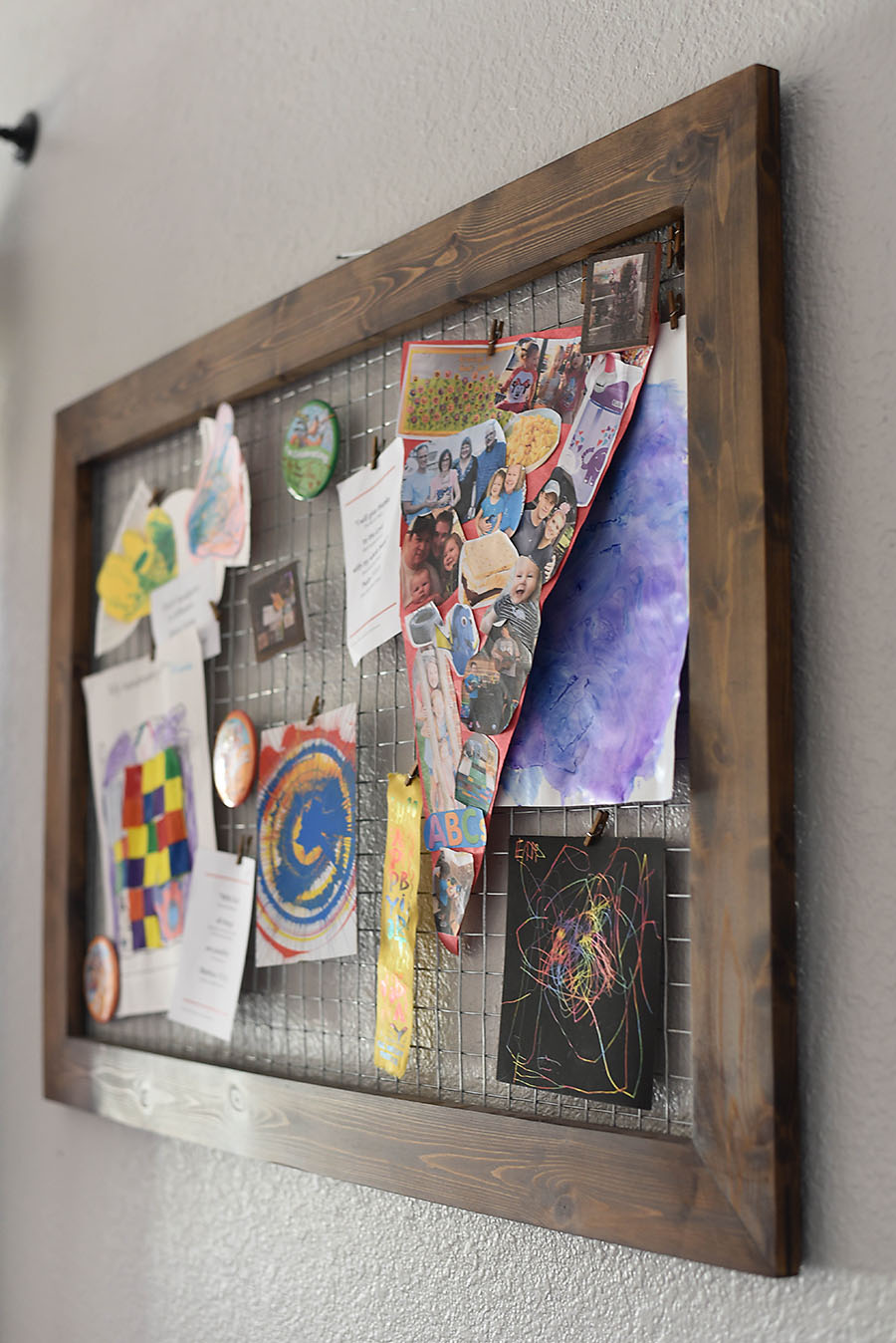 Chicken Wire Memo Board - An Easy Farmhouse DIY - Our Handcrafted Life